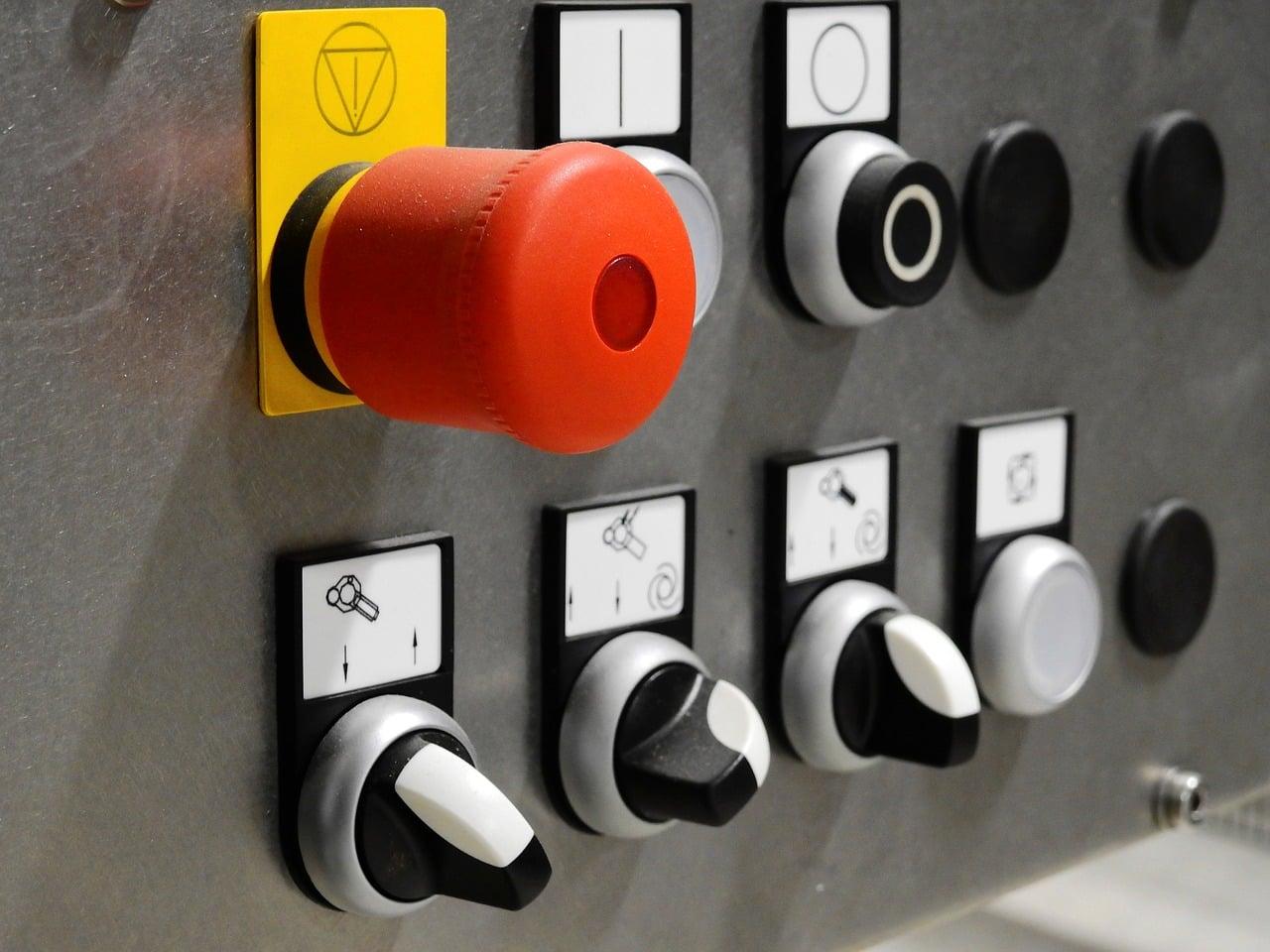 L'uso di segnali dinamici nella sicurezza macchine: un risparmio sui costi per i costruttori di macchine.